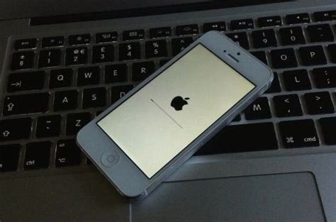 Apple To Fix iOS 7's White Screen Of Death | Cult of Mac