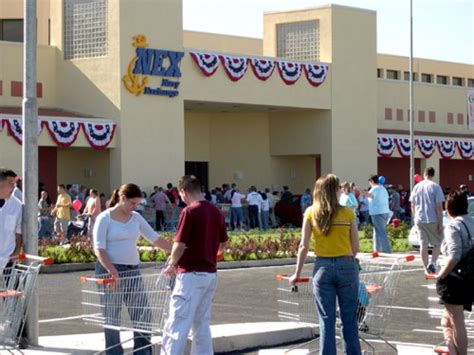 Long wait ends with opening of Naples exchange - News